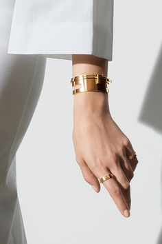 A sleek Out of Retirement® cuff wraps the wrist in 18k gold, making it the perfect focal point amid a mix of complementary Tiffany T pieces.