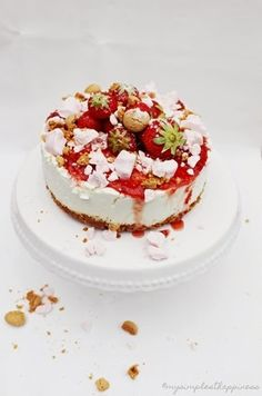 ... strawberry cheesecake with amaretti crust with a strawberry-based topping of fresh, sauce and meringue ...
