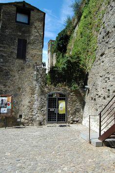Dolceacqua (IM), Castello Doria, part.