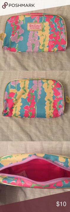 Lilly Pulitzer cosmetic bag Lilly Pulitzer for Estée Lauder cosmetic bag. The bag has very minimal wear. Lilly Pulitzer Bags Cosmetic Bags & Cases