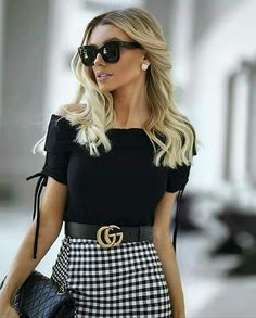 Had to share this! You can never go wrong with classics such as Absolutely love this look! Fashion Blogger Style, Love Fashion, Luxury Fashion, Vintage Fashion, Classy Fashion, Vintage Style, Girls Fashion Clothes, Fashion Outfits, Fashion Trends