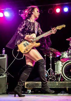 Women of Rock Hard Rock, Musician Photography, Women Of Rock, Rocker Girl, Guitar Girl, Blues Artists, Female Guitarist, Women In Music, Metal Girl