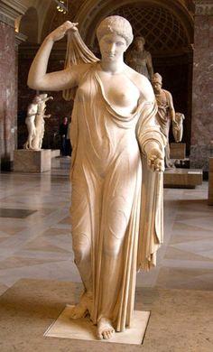 Afrodita de Frejus, copia romana del Museo del Louvre, París. Original atribuido a Kallímacos. Escultura clásica.