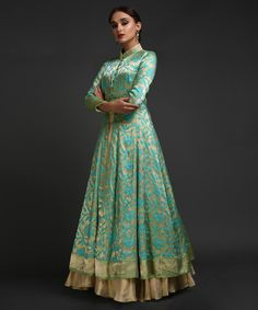 From our Bridal Heritage Collection, this Gold-Turquoise Talking Threads Peshwa Kalidaar is handcrafted in banarasi Kimkhab ( finest brocade silk). The Peshwa is styled with a front opening to pair with full volume lehenga skirts. Party Wear Maxi Dresses, Designer Party Wear Dresses, Party Wear Lehenga, Indian Designer Outfits, Indian Outfits, Banarasi Lehenga, Robe Anarkali, Sabyasachi, Sharara