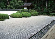jardin zen con piedras y grava blanca