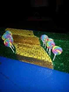 Iz cupcake stand