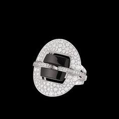 Ultra Ring in 18K white gold, black ceramic and diamonds. - CHANEL