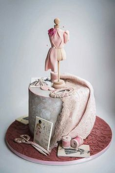 Adorable Fashionista Birthday Cake Ideas Amazing Adorable Fashionista Birthday Cake IdeasYou can find Fashion cakes and mo. Sewing Machine Cake, Sewing Cake, Cake Wrecks, Girly Cakes, Fancy Cakes, Pink Cakes, Bolo Fashionista, Couture Cakes, Fashion Cakes