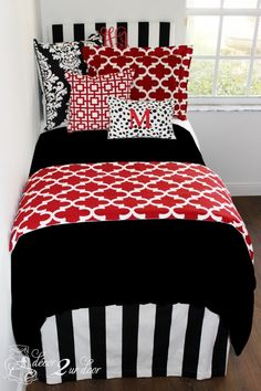 University of Georgia UGA Dawgs dorm room bedding and décor. Designer headboard, custom pillows, exclusive bed scarf, window panels, wall art, bed skirts, twin XL duvet and custom monogramming!! Turn your dorm from drab to fab!!