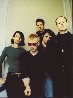 Look at Jonny. I die. 2000s Rock Bands, 1990s Bands, Colin Greenwood, Thom Yorke Radiohead, Daddy Aesthetic, 90s Aesthetic, Rock Groups, Britpop, Cool Bands