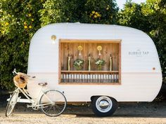 And today in Things You Had No Idea Every Wedding You've Ever Been To Were Missing, we have this: The Bubble Tap Trailer. It is exactly what it sounds like: A vintage trailer serving up prosecco on tap. You can rent it out for events like weddings,… Prosecco Van, Caravan Bar, Caravan Ideas, Champagne Bar, Champagne Quotes, Luxury Wedding Venues, Mobile Bar, Pop Bottles, Vintage Trailers