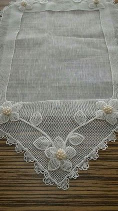 This post was discovered by Ba Hand Embroidery, Machine Embroidery, Diy Flowers, Table Runners, Sewing Projects, Handmade, Inspiration, Home Decor, Instagram