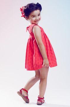Hay niñas que son pequeñas pero muy grandes, y a veces resulta difícil encontar algo de su talla que sea infantil y apropiado para su edad. En www.pepaonline.com tenemos muchos modelos hasta la talla 14 y son todos preciosos!!