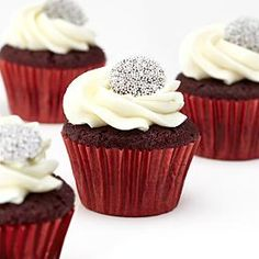 Cupcakes Take The Cake! Everything you ever wanted to know about cupcakes Holiday Treats, Christmas Treats, Christmas Baking, Holiday Recipes, Red Velvet Cupcakes, Yummy Treats, Sweet Treats, Yummy Food, Winter Wedding Cupcakes