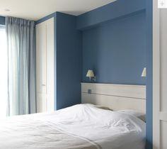 Warme blauwe slaapkamer