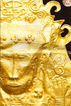 The Ayala Museum collection of c Philippine gold. Renaissance Jewelry, Ancient Jewelry, Ancient Art, Ancient History, Filipino Fashion, Baybayin, Ancient Discoveries, Cultural Artifact, Philippines Culture