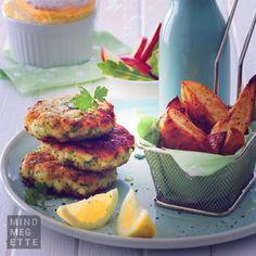 Snidlinges pulykafasírt steakburgonyával és almasalátával. Vacsira hogy hangzik? :) Ha tetszik, íme a recept: www.mindmegette.hu/pulykafasirt-sult-burgonyaval.recept #dinner #lunch #lovetoeat #meatloaf #fasirt #potato #krumpli #mindmegette #mme #food #foodporn #mutimiteszel #hungry #instafood #foodgasm #recipe #gastronomia #recept #egyéljót #foodpics #foodlover #foodstagram #instacook #egyéljót Salmon Burgers, Dinner, Ethnic Recipes, Food, Gastronomia, Dining, Food Dinners, Essen, Meals