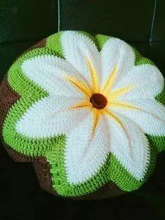 Unique Latest Crochet Ideas With Patterns - Diy Home Decor Diy Crochet Pillow, Crochet Cushion Cover, Diy Crafts Crochet, Crochet Cushions, Crochet Home, Crochet Projects, Crochet Coaster Pattern, Crochet Square Patterns, Doily Patterns