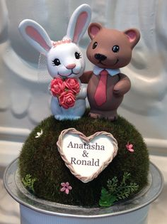 Items similar to Animal Wedding Couple Cake Topper - Made to Order - Personalize Heart Wreath Pick your animal on Etsy Disney Cake Toppers, Unique Cake Toppers, Custom Cake Toppers, Rabbit Wedding, Bear Wedding, Woodland Theme Wedding, Clay Bear, Cakes Plus, Creative Wedding Cakes