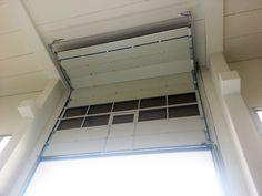 Portone sezionale con finestrature e vano accesso pedonale - vista interna