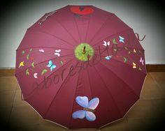 Paraguas decorado con alegres mariposas