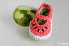 Crochet Bebe, Crochet Baby Shoes, Knit Crochet, Crochet Designs, Crochet Patterns, Baby Presents, Baby Kit, Crochet Accessories, Baby Booties