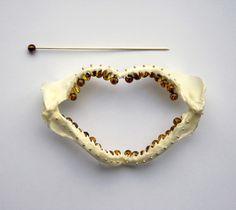 Herman Hermsen, AllaDali (Brooch), 2015, shark yaw, amber, gold 15 x 8 cm