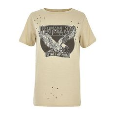 Beige New York print nibbled T-shirt ❤ liked on Polyvore featuring tops, t-shirts, print t shirts, short sleeve tops, beige t shirt, crew neck t shirt and pattern t shirt