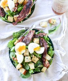 Baby Kale Breakfast Salad with Soft-Boiled Eggs and Maple-Bacon Vinaigrette 24 Giant Salads That Will Make You Feel Amazing Comidas Fitness, Breakfast Salad, Brunch Salad, Bacon Breakfast, Clean Eating Challenge, Main Dish Salads, Cooking Recipes, Healthy Recipes, Weeknight Recipes