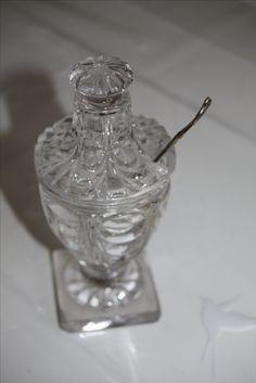 Moutardier modèle drapé Cristallerie de Baccarat ou du Creusot vers 1830