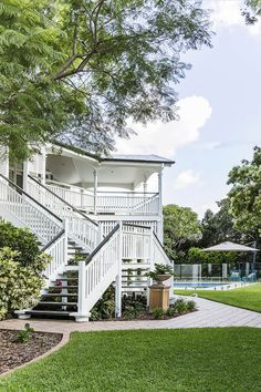 Take a tour of a gracious, renovated six bedroom Queenslander in Brisbane's Inner North, decorated in the popular Hamptons style decor.