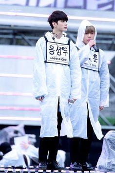 Wanna one OngSeongwu Ong Seongwoo, Rain Jacket, Windbreaker, Jackets, Dresses, Kpop, Fashion, Celebs, Down Jackets