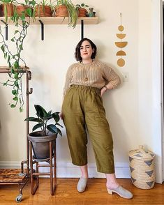 People often ask me how I manage to tuck in chunky sweaters like this without it making my pants all poofy and lumpy, but I really have no… Chubby Fashion, Fat Fashion, Curvy Girl Fashion, Fashion Outfits, Curvy Girl Outfits, Plus Size Outfits, Estilo Real, Mode Plus, Looks Plus Size