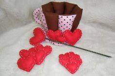 Kit Xícara em tecido com corações perfumados. R$55,00