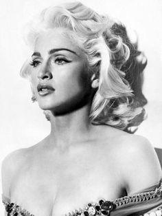 La reina de los cambios de look y las reinvenciones de imágen ¡Madonna!