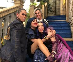 Discovered by emma Find images and videos about dove cameron, descendants and cameron boyce on We Heart It - the app to get lost in what you love. The Descendants, Cameron Boyce Descendants, Disney Descendants Movie, Disney Channel Stars, Disney Stars, Disney Channel Original, Skai Jackson, Dove Cameron, Big Family Photos