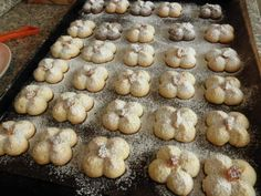 Čajové, sladučké pečivo (fotorecept) - recept   Varecha.sk Stuffed Mushrooms, Cookies, Vegetables, Desserts, Food, Basket, Lemon, Biscuits, Meal