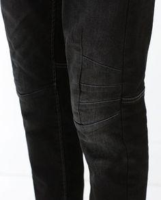Imagen 6 de PANTALÓN DENIM PINZAS RODILLA de Zara Trendy Fashion, Mens Fashion, Latest Outfits, Leather Pants, Collection, Denim, Clothes, Style, Moda Masculina