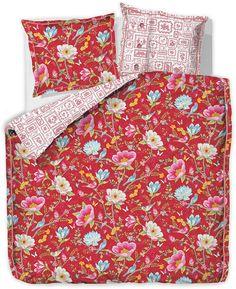 """Wunderbare Bettwäsche """"Chinese Garden Stick"""" der Marke PiP Studio. Das Design dieser Wendebettwäsche überzeugt mit viel floralem Charme und Details, die aussehen wie aufgestickt. In der Bettwäsche aus 100% Baumwolle lässt es sich ganz wunderbar schlafen und entspannt wieder aufwachen. Der Kissenbezug sowie der Bettbezug ist mit Knöpfen und pflegeleichten Eigenschaften ausgestattet. Verschönern ..."""