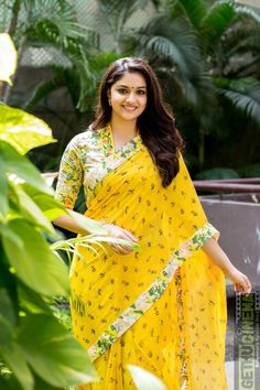 Indian Beautiful Actress Keerthy Suresh In Transparent Yellow Saree Beautiful Girl Indian, Most Beautiful Indian Actress, Beautiful Saree, Saree Blouse Patterns, Saree Blouse Designs, Saris Indios, Indische Sarees, Kerala Saree, Vestidos