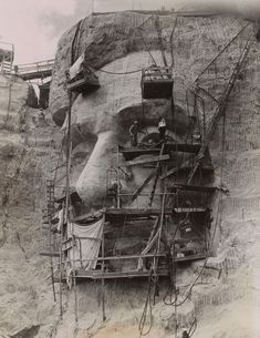 Acme Photography Bureau, Carving Lincoln on Rushmore Granite, Gelatin silver print with mimeograph attachment, Collection of Alan Lloyd Paris. Mont Rushmore, Old Pictures, Old Photos, Vintage Photos, Amazing Pictures, Us History, American History, American Presidents, Nagoya