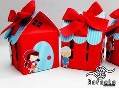 Casinha com detalhes em Scrap Chapeuzinho Vermelho.    Mudamos a cor da casinha e do telhado!    Feito em qualquer tema!    Peça já o seu! Red Riding Hood Party, Red Ridding Hood, Foam Crafts, Diy Crafts, Baby First Birthday, Baby Prints, Little Red, Ladybug, First Birthdays