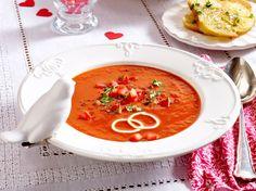 Unser beliebtes Rezept für Tomatensuppe mit Basilikum-Crostini und mehr als 55.000 weitere kostenlose Rezepte auf LECKER.de.