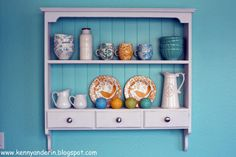 Love the blue and white agains the orange dishes!