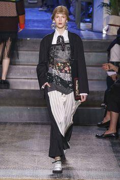 Antonio Marras Fall 2019 Ready-to-Wear Fashion Show - Vogue Antonio Marras, Vogue Paris, Runway Fashion, Womens Fashion, High Fashion, Swing Coats, Fashion Show Collection, Contemporary Fashion, Fashion Games