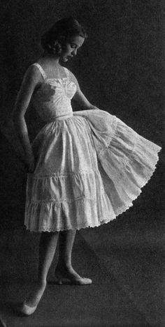 Anne Fogarty petticoat from the She was famous for her understated and feminine designs that were affordable for the average American women. Vintage Underwear, Vintage Lingerie, 1950s Fashion, Vintage Fashion, Sixties Fashion, Edwardian Fashion, Look Fashion, Fashion Outfits, Gothic Fashion