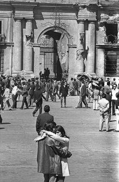 Chile 1973. Poesía visual Pablo Neruda, Victor Jara, Latino Americano, American War, Historical Pictures, Human Rights, Black And White Photography, Street View, Opera