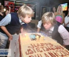 cole and dylan sprouse xD Dylan Sprouse, Sprouse Bros, Disney Channel Stars, Disney Stars, Zack E Cold, Cole Spouse, Cole Sprouse Jughead, Dylan And Cole, Dylan Thomas