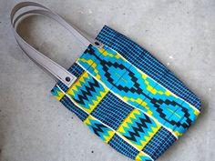 Nähen mit Svenja: Eine Tasche aus afrikanischen Stoffen Toms, Fancy, Sneakers, Inspiration, African Textiles, Sewing Patterns, Dime Bags, Tennis Sneakers, Sneaker