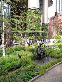 Tok'yall: Random Tokyo Eco Green, Living Walls, Green Roofs, Rooftop Pool, Rooftops, Green Walls, Where To Go, Outdoor Gardens, Pools